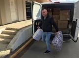 Oblečení, které jste věnovali dětským pacientům, bylo předáno Nemocnici Hořovice. (5)