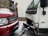Sníh dělá řidičům problémy, hlášeno je hned několik nehod ()