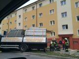 U náměstí se propadl náklaďák s lešením, úsek je uzavřený (AKTUÁLNĚ) ()