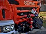 V Zalužanech uvítali hasiči novou Scanii (2)