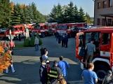 V Zalužanech uvítali hasiči novou Scanii (15)