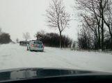 Vítr a sníh dále komplikují dopravu. Další nehoda u Rožmitálu (1)
