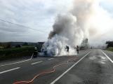 Aktuálně: Na Strakonické začala hořet dodávka, zasahují hasiči. Doprava je ochromena, vytváří se kolony (12)
