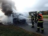 Aktuálně: Na Strakonické začala hořet dodávka, zasahují hasiči. Doprava je ochromena, vytváří se kolony (13)