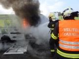 Aktuálně: Na Strakonické začala hořet dodávka, zasahují hasiči. Doprava je ochromena, vytváří se kolony (14)