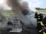 Aktuálně: Na Strakonické začala hořet dodávka, zasahují hasiči. Doprava je ochromena, vytváří se kolony (15)