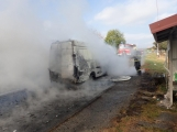 Aktuálně: Na Strakonické začala hořet dodávka, zasahují hasiči. Doprava je ochromena, vytváří se kolony (16)