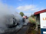Aktuálně: Na Strakonické začala hořet dodávka, zasahují hasiči. Doprava je ochromena, vytváří se kolony (17)
