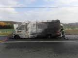 Aktuálně: Na Strakonické začala hořet dodávka, zasahují hasiči. Doprava je ochromena, vytváří se kolony (18)