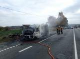 Aktuálně: Na Strakonické začala hořet dodávka, zasahují hasiči. Doprava je ochromena, vytváří se kolony (19)