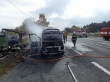 Aktuálně: Na Strakonické začala hořet dodávka, zasahují hasiči. Doprava je ochromena, vytváří se kolony (11)
