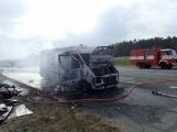 Aktuálně: Na Strakonické začala hořet dodávka, zasahují hasiči. Doprava je ochromena, vytváří se kolony (10)