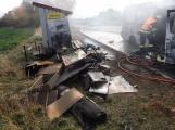 Aktuálně: Na Strakonické začala hořet dodávka, zasahují hasiči. Doprava je ochromena, vytváří se kolony (1)