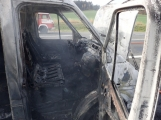 Aktuálně: Na Strakonické začala hořet dodávka, zasahují hasiči. Doprava je ochromena, vytváří se kolony (3)