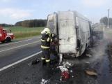 Aktuálně: Na Strakonické začala hořet dodávka, zasahují hasiči. Doprava je ochromena, vytváří se kolony (4)