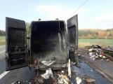 Aktuálně: Na Strakonické začala hořet dodávka, zasahují hasiči. Doprava je ochromena, vytváří se kolony (5)