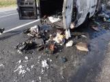 Aktuálně: Na Strakonické začala hořet dodávka, zasahují hasiči. Doprava je ochromena, vytváří se kolony (8)