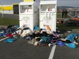 Foto dne: Kontejnery na textil se proměnily ve skládku (1)