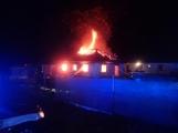 Aktuálně: Plameny zachvátily rodinný dům na Příbramsku ()