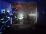 Aktuálně: Plameny zachvátily rodinný dům na Příbramsku (4)