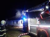 Aktuálně: Plameny zachvátily rodinný dům na Příbramsku (5)