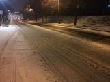 Aktuálně: Silnice pokryl sníh a náledí, komplikace v dopravě sledujeme ON-LINE ()