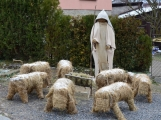 V Čenkově je k vidění ohromný betlém ze sena (3)