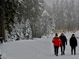 Zimní Brdy uvítaly účastníky pochodu pořádnou sněhovou nadílkou (70)