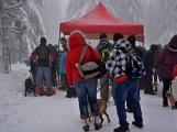 Zimní Brdy uvítaly účastníky pochodu pořádnou sněhovou nadílkou (77)