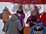 Zimní Brdy uvítaly účastníky pochodu pořádnou sněhovou nadílkou (81)