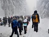 Zimní Brdy uvítaly účastníky pochodu pořádnou sněhovou nadílkou (23)