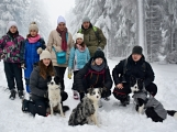Zimní Brdy uvítaly účastníky pochodu pořádnou sněhovou nadílkou (24)