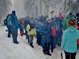 Zimní Brdy uvítaly účastníky pochodu pořádnou sněhovou nadílkou (43)