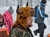 Zimní Brdy uvítaly účastníky pochodu pořádnou sněhovou nadílkou (45)