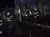 Na Živohošti byla požárem zasažena celá chata (6)