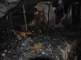 Na Živohošti byla požárem zasažena celá chata (3)
