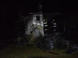 Na Živohošti byla požárem zasažena celá chata (2)