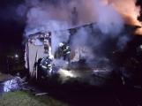 Na Živohošti byla požárem zasažena celá chata (9)