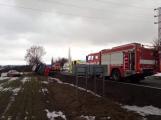 Aktuálně: Kamion převážející osobní vozy skončil na boku v příkopu (4)