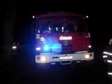 Pád stromu přes silnici si vyžádal noční výjezd hasičů (6)