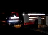Pád stromu přes silnici si vyžádal noční výjezd hasičů (4)