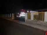 Pád stromu přes silnici si vyžádal noční výjezd hasičů (3)