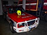 Pád stromu přes silnici si vyžádal noční výjezd hasičů (13)