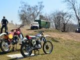 S jarním oteplením vyrazili motocyklisté nejen na silnice, ale i do terénu (52)