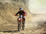 S jarním oteplením vyrazili motocyklisté nejen na silnice, ale i do terénu (33)