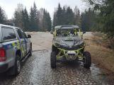 Policie zadržela muže, kteří jezdili v CHKO Brdy na čtyřkolkách ()