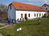 Lišáci se seznamovali s návštěvníky (2)