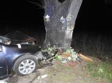 Série dopravních nehod nekončí ani po půlnoci, k další byl přivolán i záchranářský vrtulník ()