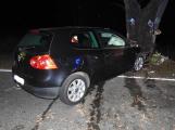 Série dopravních nehod nekončí ani po půlnoci, k další byl přivolán i záchranářský vrtulník (16)
