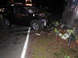 Série dopravních nehod nekončí ani po půlnoci, k další byl přivolán i záchranářský vrtulník (17)